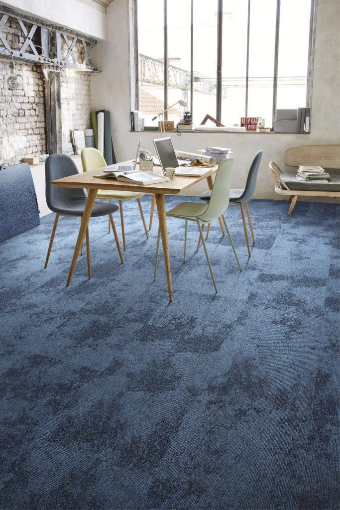 72_dpi_4A2M_RoomSet_carpet_TRAMONTANE_190_BLUE_1