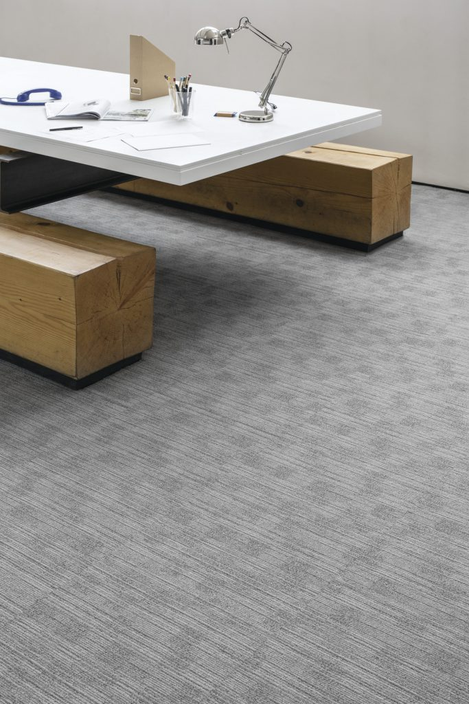 72_dpi_4A8F_CloseUp_carpet_TRUST_920_GREY_1